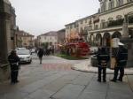 MONCALIERI - Scoppia un incendio in pieno centro, traffico bloccato - FOTO - immagine 1