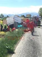 CARIGNANO - Spaventoso incidente tra furgone e Ape: tre feriti, una donna è gravissima - FOTO - immagine 1