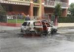 CARMAGNOLA - Auto prende fuoco durante la marcia: conducente in salvo - FOTO - immagine 2