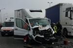 MONCALIERI - Brutto incidente in tangenziale: furgone si schianta contro un camion - FOTO - immagine 2