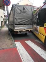 NICHELINO - Camion in divieto paralizza la circolazione in via Torino - immagine 2