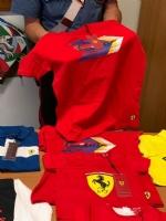 NICHELINO - In un alloggio spuntano magliette della Ferrari rubate: tre nomadi denunciati dai carabinieri - immagine 2