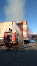 CANDIOLO - Maxi incendio nellex mattatoio al confine con None - immagine 3