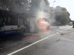 MONCALIERI - Un altro pullman Gtt prende fuoco al capolinea: provvidenziale intervento dei vigili del fuoco - FOTO - immagine 2