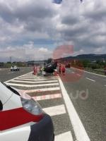 MONCALIERI - Si schianta con la Tesla elettrica sul raccordo: grave al Cto un uomo di Carmagnola - FOTO - immagine 2
