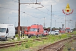 ORBASSANO - Perdita di sostanze tossiche da un treno merci: intervento dei vigili del fuoco - VIDEO - immagine 3