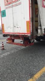 MONCALIERI - Brutto incidente in tangenziale: furgone si schianta contro un camion - FOTO - immagine 3