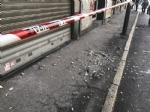 NICHELINO - Crollano calcinacci su una fermata dellautobus - FOTO e VIDEO - immagine 3