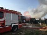 VINOVO - Incendio in unazienda agricola: a fuoco un magazzino di stoccaggio - FOTO - immagine 3