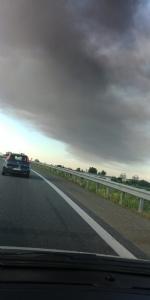 INCENDIO IN AZIENDA A SETTIMO - Enorme colonna di fumo nero su tutta Torino - FOTO - immagine 3
