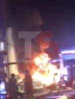 MONCALIERI - Grave incendio nella notte nel deposito di gomme di strada Carignano - LE FOTO - - immagine 4
