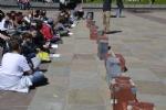 NICHELINO - Un flash-mob dei ragazzi della scuola media: solidarietà ai compagni armeni Lyana e Jury - FOTO - immagine 3