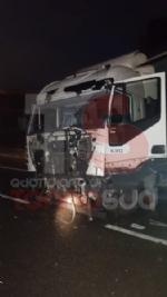 BEINASCO - Camion si schianta sulla tangenziale di Torino: autista ferito - FOTO - immagine 3