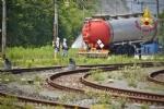 ORBASSANO - Perdita di sostanze tossiche da un treno merci: intervento dei vigili del fuoco - VIDEO - immagine 4