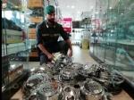 ORBASSANO - La guardia di finanza scopre una vera e propria industria dei pezzi di ricambio taroccati - immagine 4