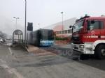 BEINASCO - Prende fuoco un autobus di linea: lautista blocca il mezzo e salva i passeggeri  - FOTO - immagine 6