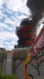 NICHELINO - Incendio al centro commerciale «I Viali»: evacuato il personale e i clienti - FOTO - immagine 4