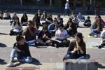 NICHELINO - Un flash-mob dei ragazzi della scuola media: solidarietà ai compagni armeni Lyana e Jury - FOTO - immagine 4