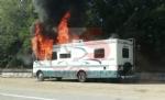 LA LOGGIA - Camper prende fuoco durante la marcia: conducente in salvo - FOTO - immagine 4