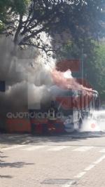 MONCALIERI - Un altro pullman Gtt prende fuoco al capolinea: provvidenziale intervento dei vigili del fuoco - FOTO - immagine 4