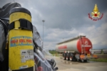 ORBASSANO - Perdita di sostanze tossiche da un treno merci: intervento dei vigili del fuoco - VIDEO - immagine 5