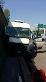 ORBASSANO - Tamponamento in tangenziale Sud: due automobilisti gravi al Cto - immagine 5