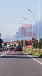 INCENDIO IN AZIENDA A SETTIMO - Enorme colonna di fumo nero su tutta Torino - FOTO - immagine 5