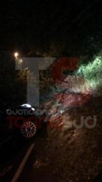 TROFARELLO-CARMAGNOLA - Alberi abbattuti, strade e cantine allagate: nottata di super lavoro per i vigili del fuoco - FOTO - immagine 5