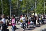 NICHELINO - Un flash-mob dei ragazzi della scuola media: solidarietà ai compagni armeni Lyana e Jury - FOTO - immagine 5