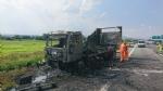 TANGENZIALE SUD - Camion prende fuoco durante la marcia - FOTO - immagine 6