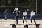 NICHELINO - Un flash-mob dei ragazzi della scuola media: solidarietà ai compagni armeni Lyana e Jury - FOTO - immagine 6