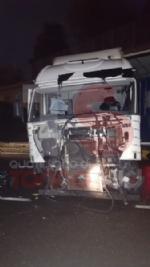 BEINASCO - Camion si schianta sulla tangenziale di Torino: autista ferito - FOTO - immagine 6