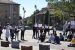 NICHELINO - Un flash-mob dei ragazzi della scuola media: solidarietà ai compagni armeni Lyana e Jury - FOTO - immagine 7