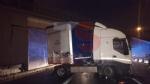 BEINASCO - Camion si schianta sulla tangenziale di Torino: autista ferito - FOTO - immagine 7