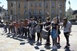 NICHELINO - Un flash-mob dei ragazzi della scuola media: solidarietà ai compagni armeni Lyana e Jury - FOTO - immagine 8