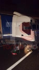 BEINASCO - Camion si schianta sulla tangenziale di Torino: autista ferito - FOTO - immagine 8