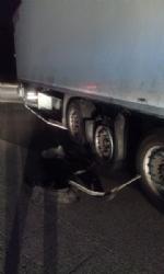 LA LOGGIA - Esplode la ruota di un camion: 11 auto coinvolte nellincidente in tangenziale - immagine 1