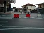 MONCALIERI - DAI LETTORI: Lavori in strada Carignano, ignoti rubano i coni che vietano la svolta a sinistra - immagine 1