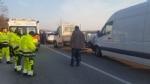 RIVALTA - Maxi tamponamento in strada San Luigi: sei mezzi coinvolti, due feriti - FOTO - immagine 3