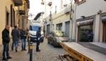 MONCALIERI - Traffico in tilt in via Santa Croce: unauto in divieto blocca anche lautobus - immagine 1