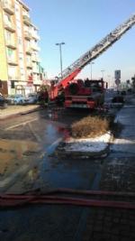 BEINASCO - Incendio devasta unabitazione, due anziani bloccati - immagine 4