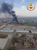 ORBASSANO-TORINO - Brucia unazienda: le immagini dallalto dellenorme colonna di fumo - FOTO e VIDEO - immagine 4