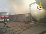 ORBASSANO-TORINO - Brucia unazienda: le immagini dallalto dellenorme colonna di fumo - FOTO e VIDEO - immagine 6