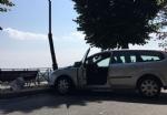 MONCALIERI - Perde il controllo e abbatte un lampione: pauroso incidente in viale Rimembranza - immagine 1