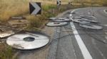 BEINASCO - Camion perde bobine metalliche in tangenziale, traffico nel caos - immagine 2