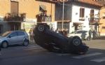 NICHELINO - Incidente stradale: auto finisce ruote allaria nellincrocio - immagine 2