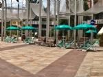 """NICHELINO - In piazza Di Vittorio arrivano sdraio e ombrelloni per lapertura dei """"Viali"""" - immagine 1"""