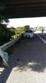 NICHELINO - Camion investe auto ferma in sosta in tangenziale: quattro feriti - immagine 1