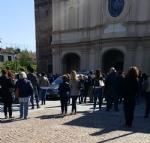 MONCALIERI - Folla silenziosa ai funerali di Andrea Stra: «La Madonna del Rocciamelone ti guiderà nel tuo cammino» - immagine 1