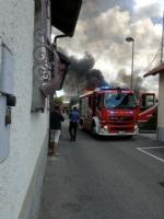 BEINASCO - Magazzino in fiamme a Borgaretto, paura nella frazione - immagine 1
